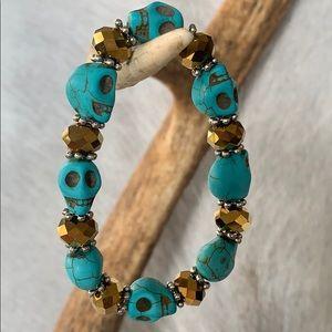 Turquoise skull head stone and bead bracelet NWOT